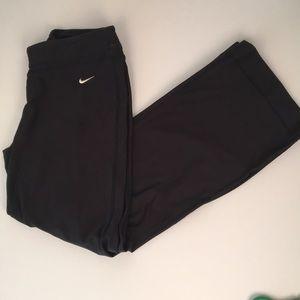 NIKE DRI FIT Athletic Running Pants. Black. Size M